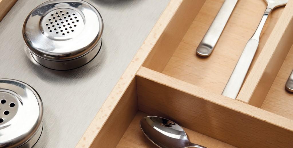 Los 3 materiales indispensables para ordenar tu cocina: plástico, madera y acero